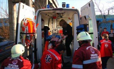Doi copii, de 3 şi 14 ani, au fost călcaţi de autobuz, în Bistriţa Năsăud