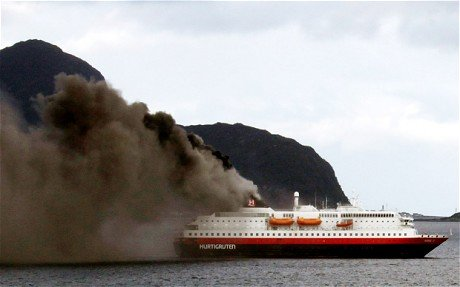 O navă de croazieră a fost cuprinsă de flăcări în Norvegia. Două persoane au murit