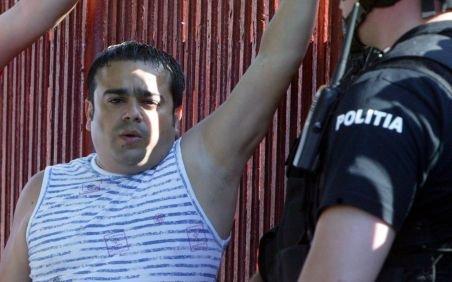 Adi Minune are din nou probleme cu legea. Poliţiştii de la Rutieră l-au prins fără permis