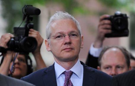 WikiLeaks scoate la licitaţie mai multe obiecte asociate cu Julian Assange