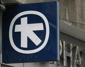 """A treia banca de pe piata se va numi Alpha Eurobank Romania SA si va imprumuta logo-ul de la Alpha Bank. Ce valuri mai produce la Bucuresti """"fuziunea egalilor"""" din Atena"""