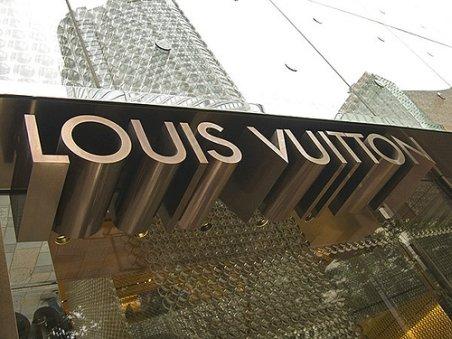 Luxul respinge criza: Louis Vuitton anunţă că nu a scăzut cererea pentru produsele sale în Europa sau SUA