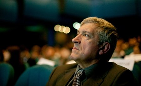 Senatorul Mircea Diaconu este incompatibil cu funcţia de director de teatru