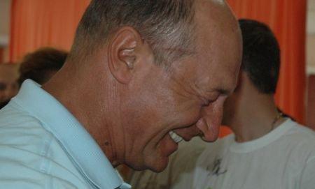 Băsescu ironizează telegrama WikiLeaks: În 2008, România dispunea de câteva praştii şi era gata să declare război