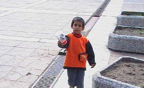 Patru copii, suspectaţi că ar fi dați la cerşit de părinţi, au dispărut
