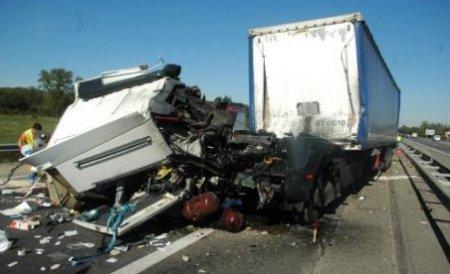 Un camion românesc, implicat într-un accident în Ungaria: 28 de persoane rănite