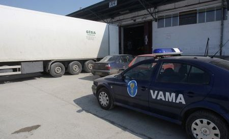 Doi vameşi din Giurgiu, suspectaţi de luare de mită, reţinuţi de procurorii DGA