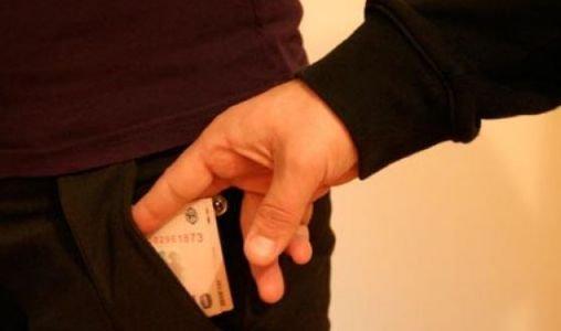 Patronii unor firme din Capitală au dat mită unor bărbaţi care pretind că sunt inspectori Sanepid
