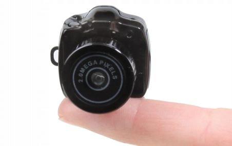 Cel mai mic aparat foto digital din lume, anunţat de Hammacher Schlemmer