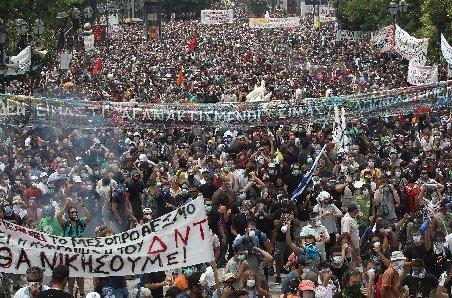 Grecia. Proteste la Atena faţă de votarea noilor măsuri de austeritate