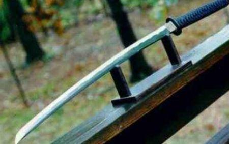 Prostituata moartă găsită în portbagaj a fost ucisă cu sabia, cu o lovitură specifică artelor marţiale