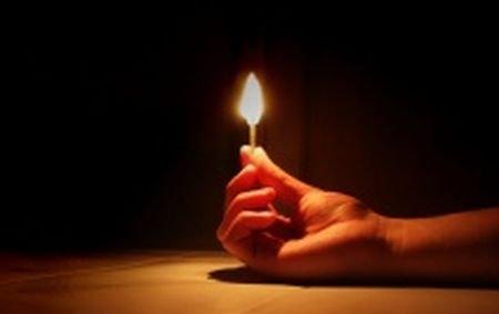 Un tânăr de 18 ani a fost ucis şi apoi incendiat de doi dintre prietenii săi