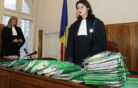 Unul din trei români este implicat într-un proces juridic