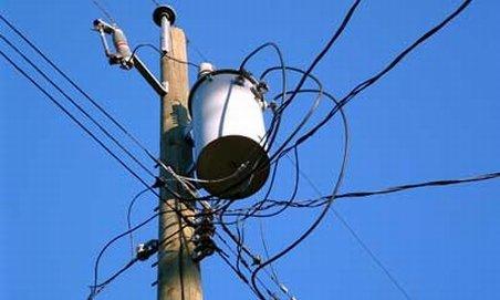 Alba. Un tânăr a murit electrocutat în timp ce făcea o reparaţie la un stâlp