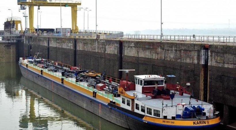 Circulaţia pe Dunăre, blocată: Ecluza sârbească s-a defectat, cea românească e în reparaţii