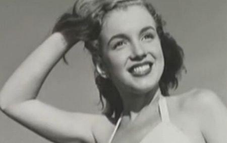 Poze de la prima şedinţă foto cu Marilyn Monroe, scoase la licitaţie