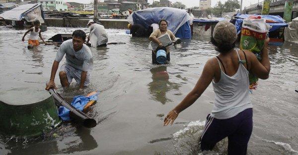 Filipine. Bilanţul taifunului Nesat a ajuns la 23 de morţi şi 35 de dispăruţi