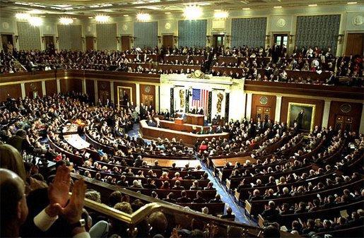 Doi senatori americani cer confiscarea unei părţi din fondurile lui Gaddafi