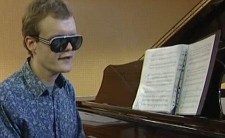 iPod-ul uman, minunea din lumea muzicală: Este orb şi autist, dar poate reproduce orice piesă, după ce a auzit-o o singură dată