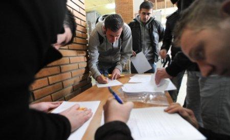 Proiect de lege: Elevii care nu au luat bacul să facă un an pregătitor la facultate