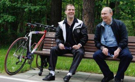 Medvedev face loc pentru venirea lui Putin la putere, dar neagă că alegerile ar fi deja stabilite