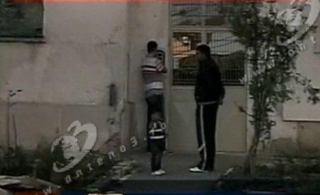 Constanţa. Doi bărbaţi au fost bătuţi şi jefuiţi în propria casă din cauza unui telefon