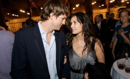 Demi Moore şi Ashton Kutcher sfidează presa de scandal! Au apărut împreună în public, purtând verighetele