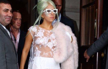 """Lady Gaga, """"transparentă"""" pentru public. Vezi în ce ţinută s-a afişat de data aceasta"""