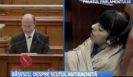 Băsescu i-a adormit pe parlamentarii NATO: Cel puţin doi delegaţi au aţipit în timpul discursului prezidenţial