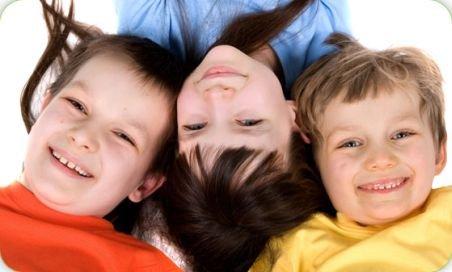 Sute de copii români au intrat în Cartea Recordurilor cu zâmbetele lor. Vezi ce au sărbătorit