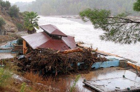 Turcia. Patru morţi şi cinci dispăruţi, în urma inundaţiilor