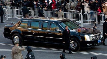 Doi motociclişti din coloana oficială a lui Obama s-au ciocnit în timp ce îl escortau pe preşedinte la aeroport
