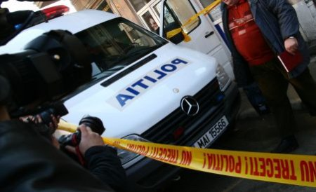 Doi hoţi care au comis un jaf armat la un magazin alimentar din Galaţi, prinşi de poliţişti