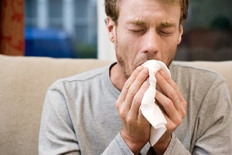 Atenţie la vremea înşelătoare: Tot mai mulţi români se îmbolnăvesc de viroze respiratorii