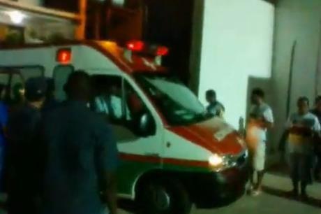 Calul Troian în variantă fotbalistică: Au intrat pe stadion ascunşi în ambulanţă
