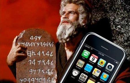 Pelerinii au venit să se închine la moaştele Sfintei Parascheva cu iPhone-uri şi aparate foto