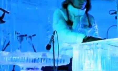 Muzică la temperaturi extreme: Un norvegian cântă la instrumente din gheaţă