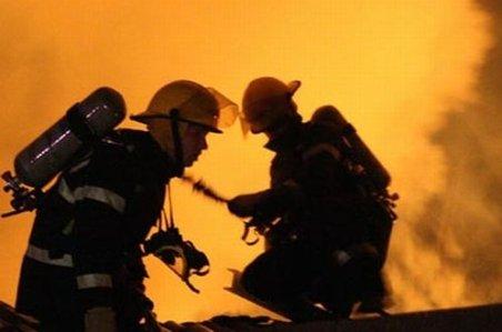 Atac în stil mafiot într-un club din Brăila: Doi indivizi au dat foc localului
