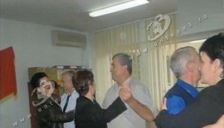 Fostul şef ANOFM, Silviu Bian, organiza petreceri în instituţie. Vezi imagini