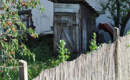 Românii, cei mai săraci din Europa: Aproape 90% dintre locutorii satelor nu au W.C. în case