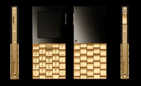 Telefonul mobil din aur de 18 carate: Costă 57.000 dolari, dar nu are cameră foto