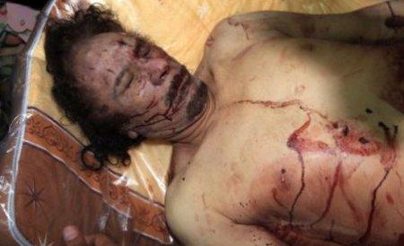 Libienii au stat la coadă pentru a face poze cu cadavrul lui Muammar Gaddafi