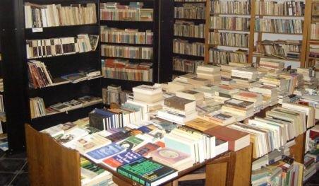 Anticariatele, în pragul falimentului. Vânzările de carte s-au redus la jumătate