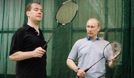 Dmitri Medvedev joacă badminton cu Vladimir Putin, într-un clip de promovare a sportului