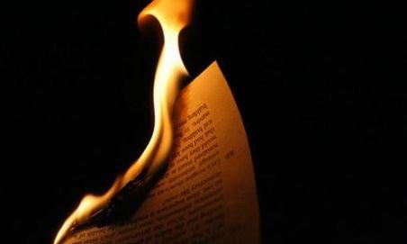 Românul care a dat foc Bibliei la Vatican, internat la sanatoriu