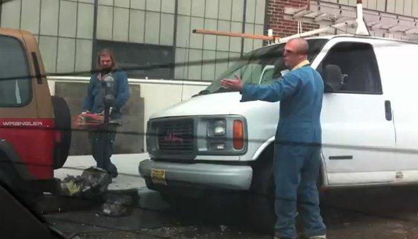 Un american furios a tăiat un parcometru cu drujba după ce a fost amendat de un poliţist
