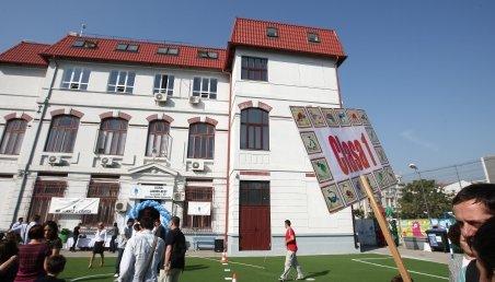 Tatăl copilului căzut de la geamul grădiniţei cere despăgubiri morale de 300.000 euro