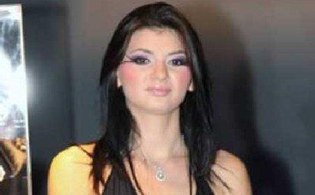 Scandal la nunta Alinei Gabor, sora cea mare a Monicăi: Dinu Damaschin a inflamat spiritele în faţa bisericii