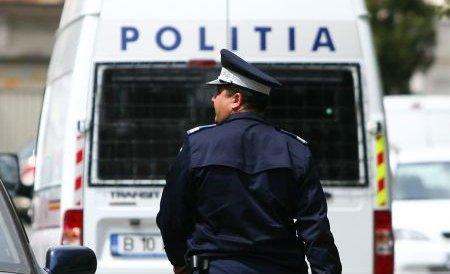Un echipaj de poliţie din Mehedinţi, atacat cu pietre de mai mulţi hoţi de lemne