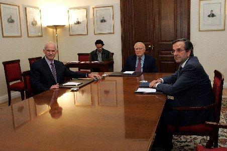 Negocierile pentru un nou Guvern continuă în Grecia: Papandreou şi liderul opoziţiei de dreapta duc tratative